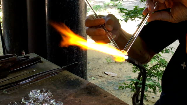glass blowing, Glass building video