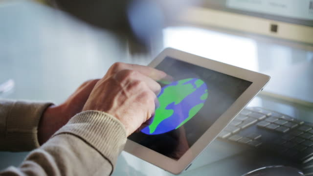 Globe desk arrows   CM video
