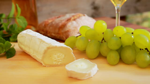 Goat cheese with white wine, grapes and bread. video