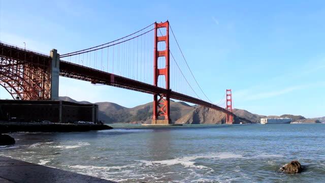 Golden Gate Bridge-Tilt Up video