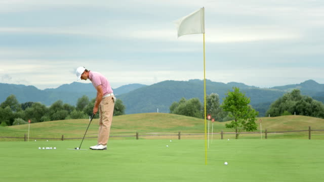 HD DOLLY: Golfer Lining Up A Putt video