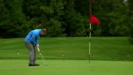 Golfer misses a putt video