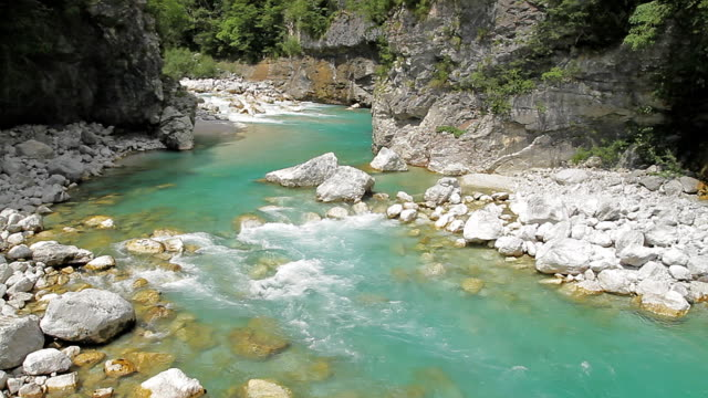 Green river and white rocks video