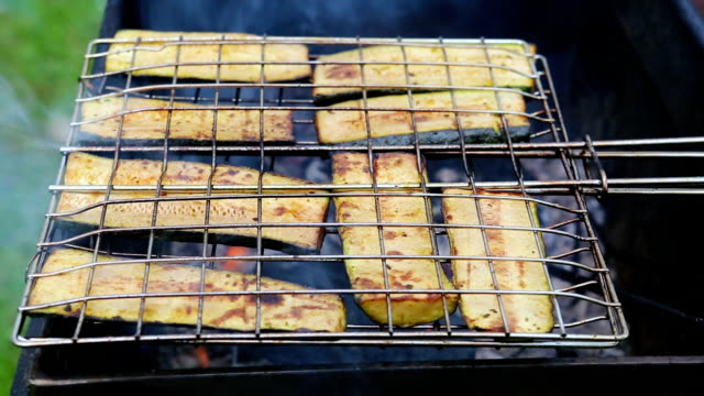 Grill with zucchin video
