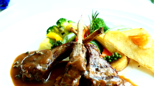 Grilled lamb chops video