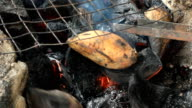 Grilling batatas video