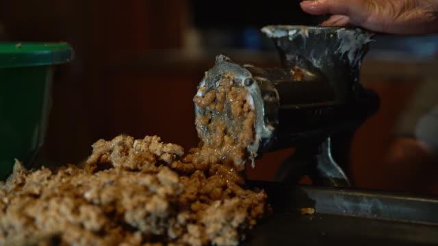 DS Grinding meat for homemade cracknels video