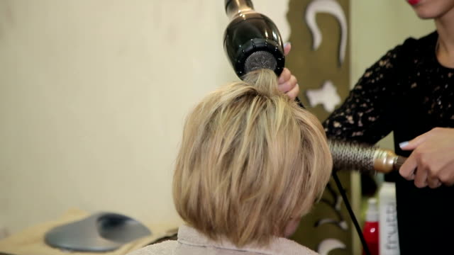 hairdresser makes hair of woman video