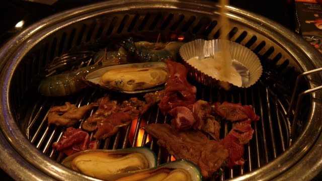Hand grill beef video