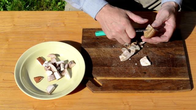 hand knife cut mushroom video