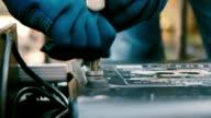 Hand tighten the screws, close-up shot video