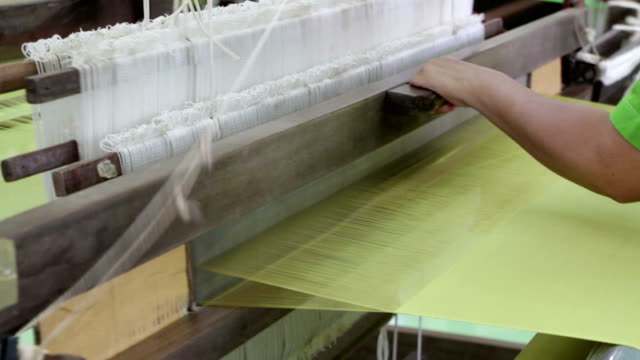Hand_made_silk_weaving_Full HD video
