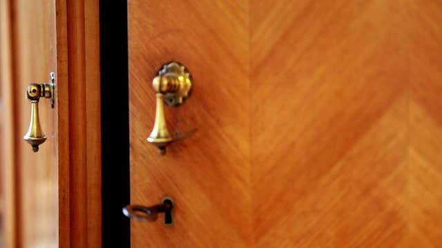 hands of the cupboard doors closed video