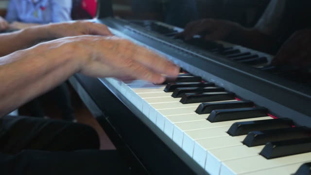 hands playing piano video