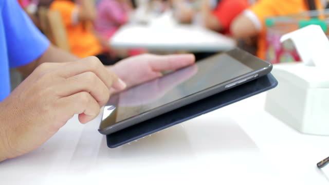 ็Hands using digital tablet video