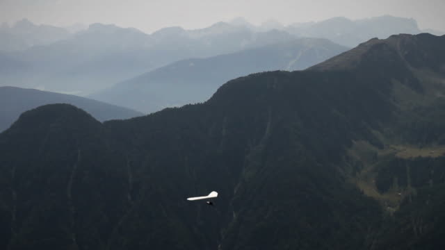 Hang Glider over the Alps video