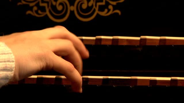 Harpsichord, keyboards, hand video