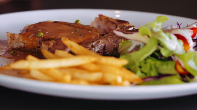 Having lunch, Steak video
