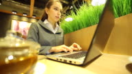 HD:Businesswomen receive good news while she working outdoor. video