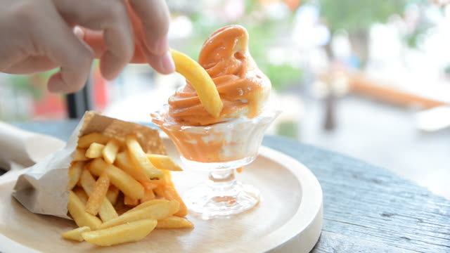 HD:Fresh milk ice cream with french fries video