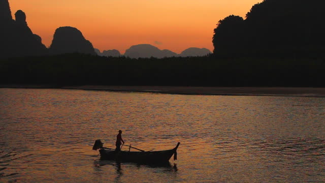 HD:Silhouette of fishermen on the lake. video