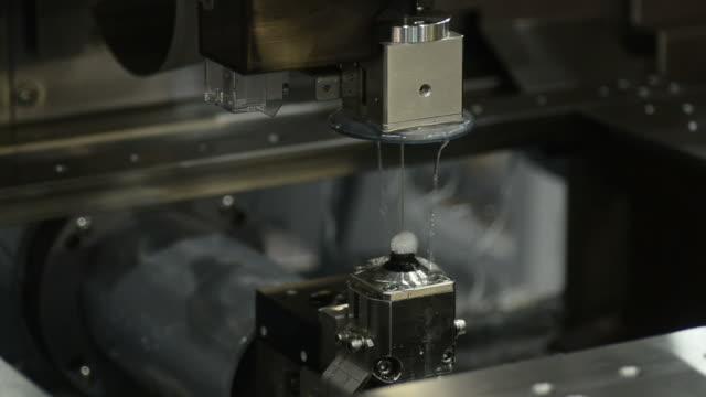HD:water cutting milling machine video