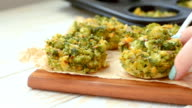 Healthy muffins for lunch - broccoli with egg video
