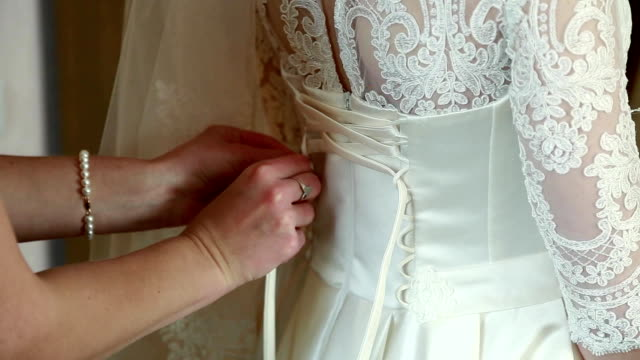 helps lace up the bride dress video