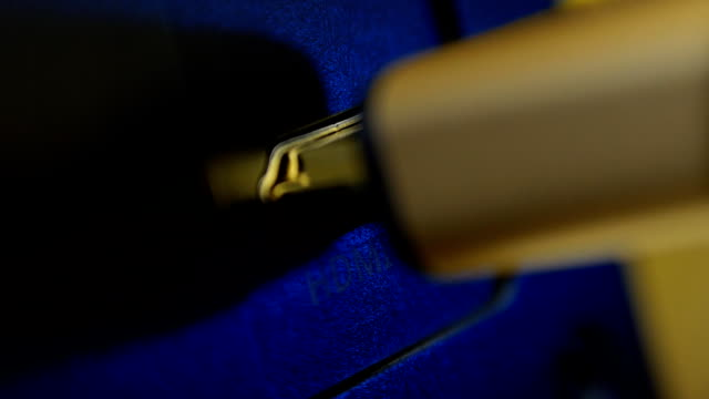 High speed gilded HDMI cable install video