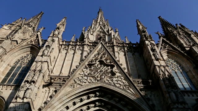 Holy Cross and Saint Eulalia cathedral in barrio gotico, Barcelona video