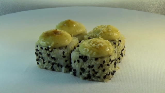 Hot roll with tuna video
