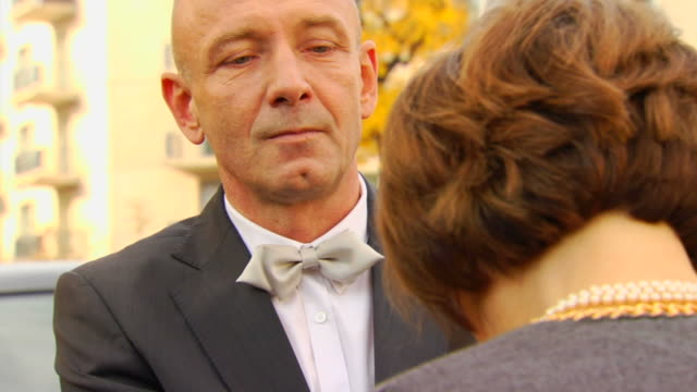 Husband Drops Key and Walks Away video