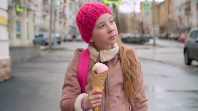 Ice cream lover in the city video