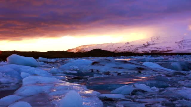 Icebergs in Jokulsarlon Lagoon timelapse video
