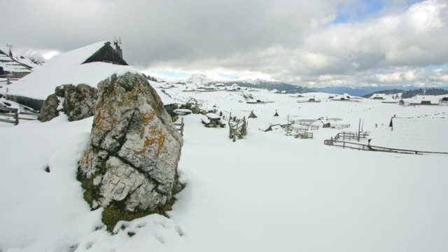 DS Idyllic herdsmen's cottages in winter video