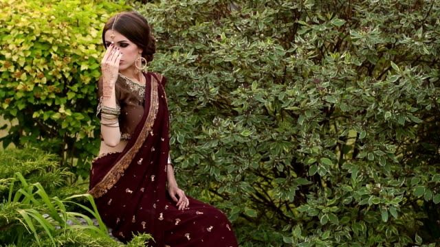 Indian bride in traditional costume and mehendi. video
