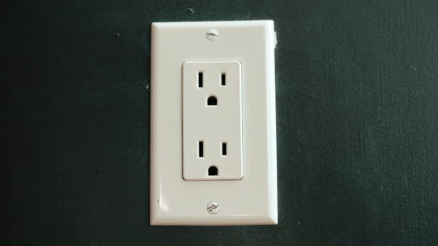 Insert the plug into the socket. US type video