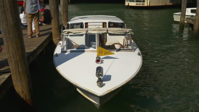italy summer day venice city most popular grand canal rialto bridge boat parking 4k video