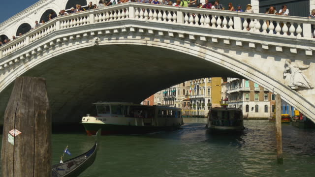 italy sunny day venice city most popular grand canal rialto bridge traffic panorama 4k video
