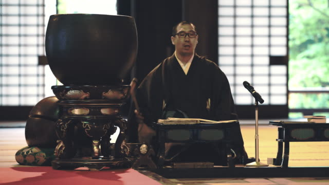 DS Japanese monk praying in a temple video