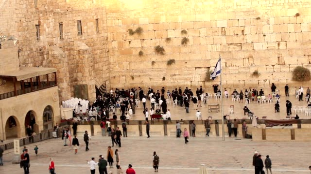 Jerusalem, Western Wall, Timelapse, people in the area, a lot of people, people pray at the stone wall, wailing wall, Israel flag, religion, top shooting, view from above video