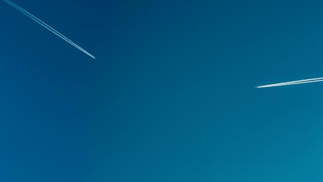 jets cross in sky video