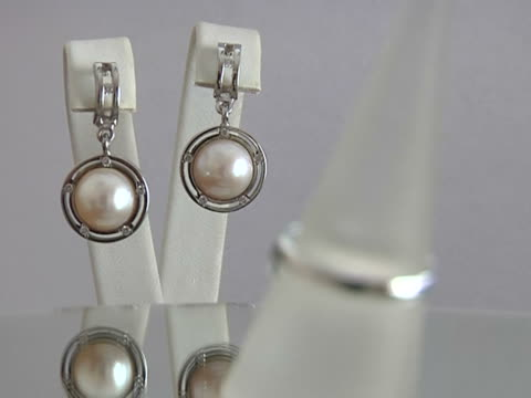Jewelry with pearls video
