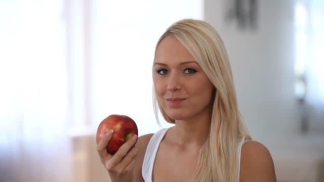 Juicy apple video