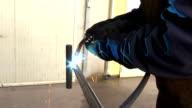 Jump welding metal structures video