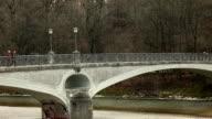 Kabelsteg - Bridge over the river Isar in Munich video