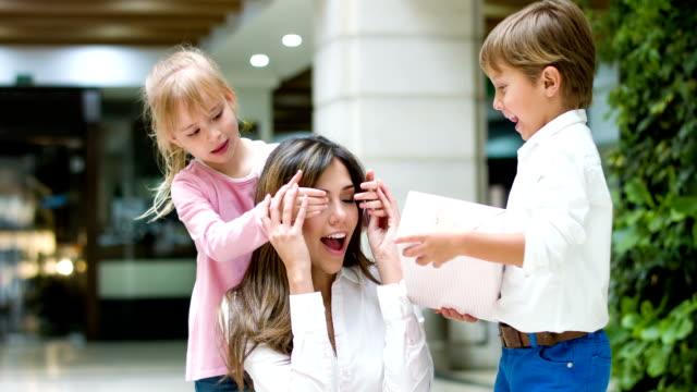 Kids celebrating Mother's Day video