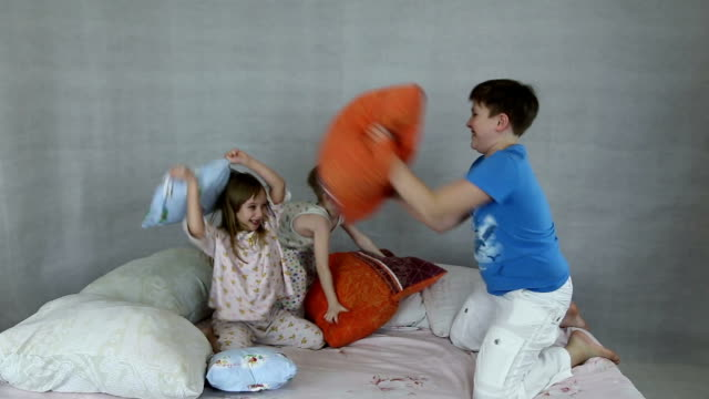 Kids rage on inflatable bed video