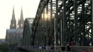 Kölner Dom in der Dämerung video