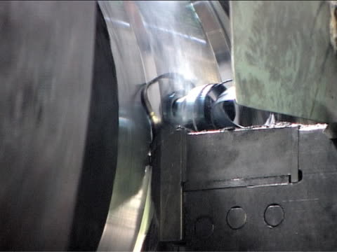 Lathe in action video